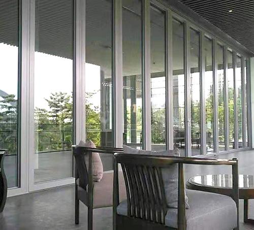 超高玻璃折叠门